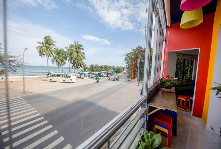 Top 10 hostel Nha Trang đẹp giá rẻ gần biển, trung tâm và khu phố tây